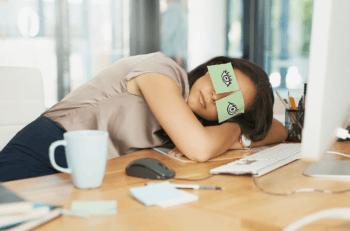 Почему резко клонит в сон